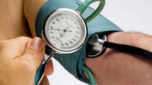 В каких случаях Глицин понижает давление и почему врачи назначают его при гипертонии?
