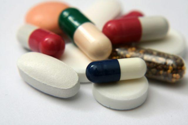 Какие препараты группы альфа-адреноблокаторов назначают при гипертонии?