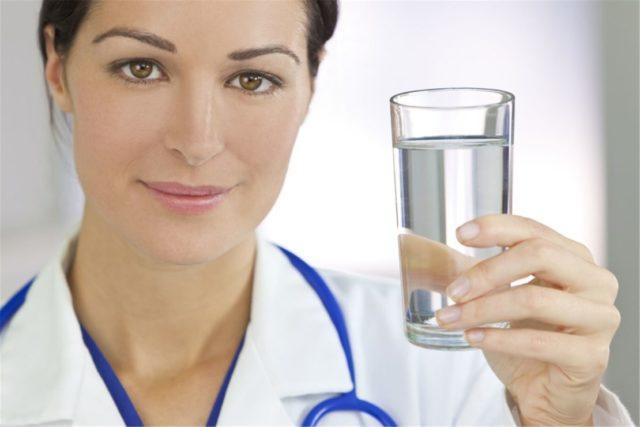 Почему полезно пить много воды при гипертонии?