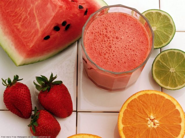 Сырые овощи - фрукты