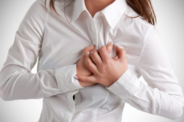 При экстрасистолии может болеть спина