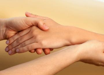 Паралич руки и ее восстановление после инсульта: комплекс упражнений, медикаментозная и народная терапия