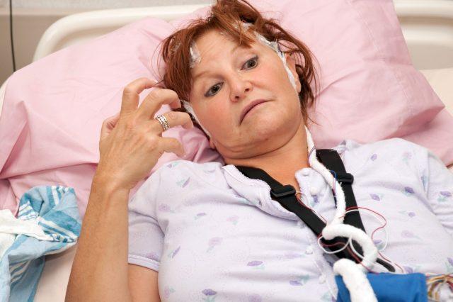Проявление судорог после инсульта: причины, помощь и прогнозы