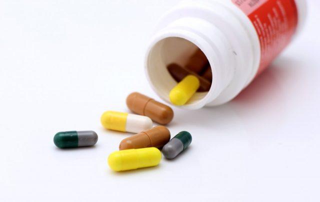 Болит голова после инсульта: что принимать, лечение